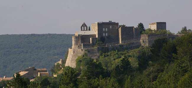 Le Chateau de Roussas vu depuis la miellerie